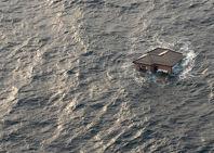 Una casa japonesa a la deriva en el Pacífico