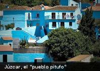 Un pueblo azul «pitufo» (Fotos + Trailer)