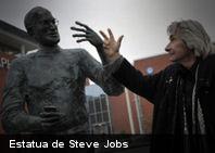 La primera estatua de Steve Jobs