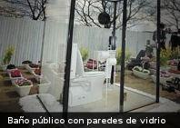 ¿Serías capaz de usar un un baño público con paredes de vidrio transparente? (+Foto)