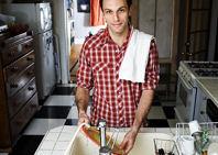 Los hombres que lavan los platos tienen una mejor vida sexual
