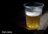 La música alta nos hace consumir más alcohol