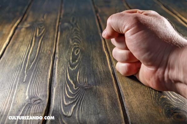 La Nota Curiosa: ¿De dónde viene la superstición de tocar madera para la suerte?