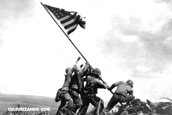 Fotos Históricas: Alzando la bandera en Iwo Jima