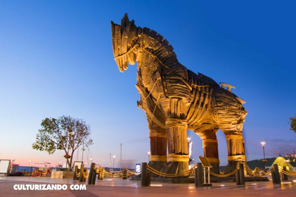 La Nota Curiosa: ¿Cuántas personas iban dentro del caballo de Troya?