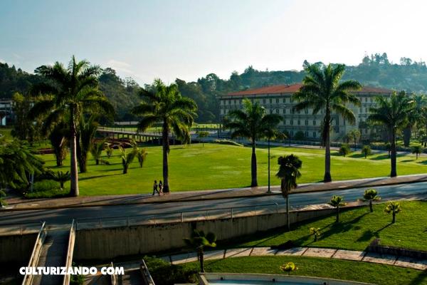 Universidad Simón Bolívar - Caracas / Wikimedia