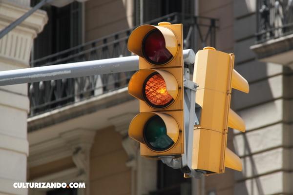 La Nota Curiosa: El primer semáforo de la historia