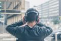 Crónicas clasemedieras: No usar audífonos; por Omar G. Villegas