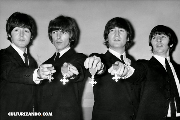 El día en que los Beatles fueron condecorados con la Orden del Imperio Británico