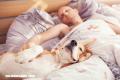 Dormir con tu perro podría ser beneficioso para tu descanso