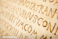 La Nota Curiosa: El origen de la letra mayúscula inicial en el nombre