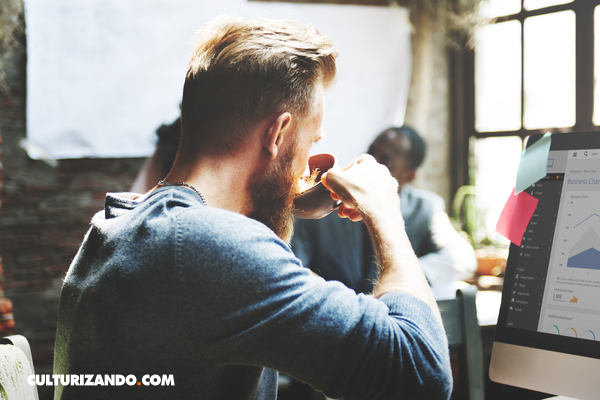 ¿Cuáles profesiones consumen más cafeína?
