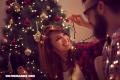Poner el árbol de Navidad en pareja fortalece los vínculos de la relación