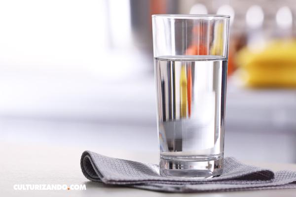 La Nota Curiosa: ¿Por qué el agua es incolora?