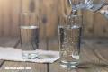 ¿Vaso de agua o vaso con agua?