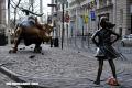 Conoce a la niña que enfrenta sin miedo al toro de Wall Street
