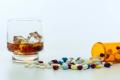 Mitos sobre combinar el alcohol con remedios