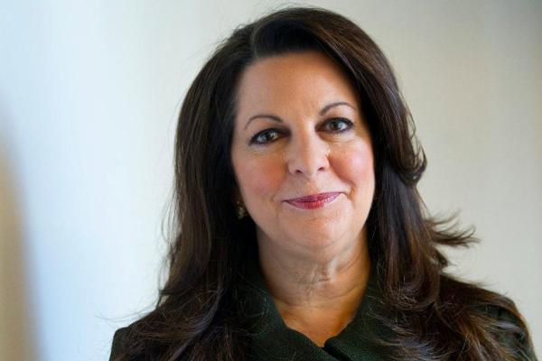 Mujeres brillantes: Julia Stewart, de mesonera a presidente de una cadena de comida