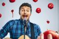 Fuera de tono: Celebridades que intentaron cantar