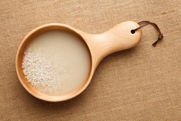 Magníficos beneficios del agua de arroz ¡No dejarás de usarla!