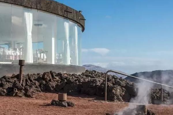 El restaurante construido en la cima de un volcán ¿Comerías aquí?