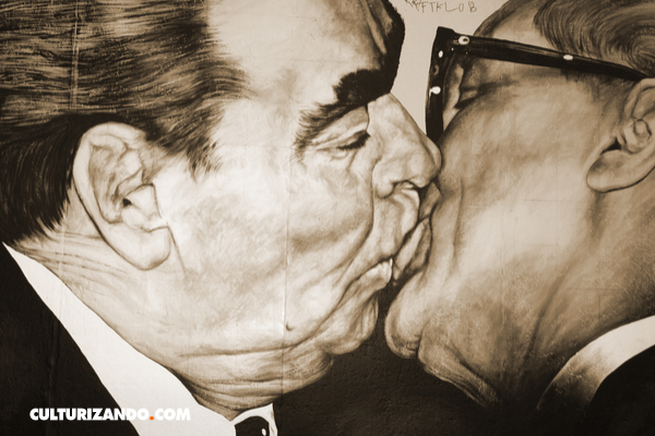 El beso comunista más famoso de la historia
