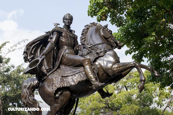 Estas estatuas expresan la forma en la que murió el jinete