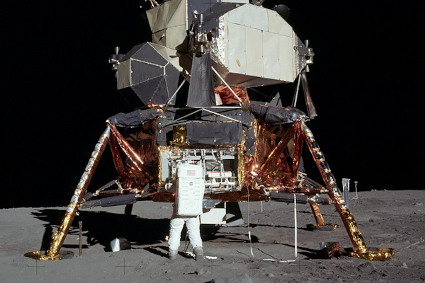 ¿Por qué la llegada del hombre a la Luna no pudo ser fingida?