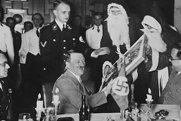 Una mirada a la intimidad nazi: la fiesta navideña de los soldados organizada por Hitler (+ Fotos)