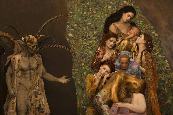 Las pinturas más icónicas de Gustav Klimt traídas a la vida por Inge Prader (+ Fotos)