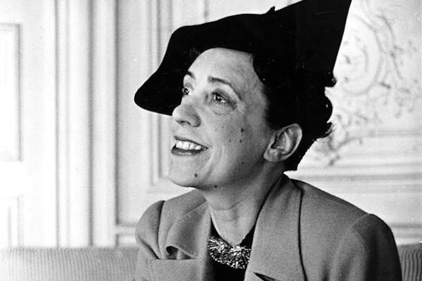 Elsa Schiaparelli, una mujer que con su extravagancia revolucionó la moda y llevó a Dalí a las pasarelas
