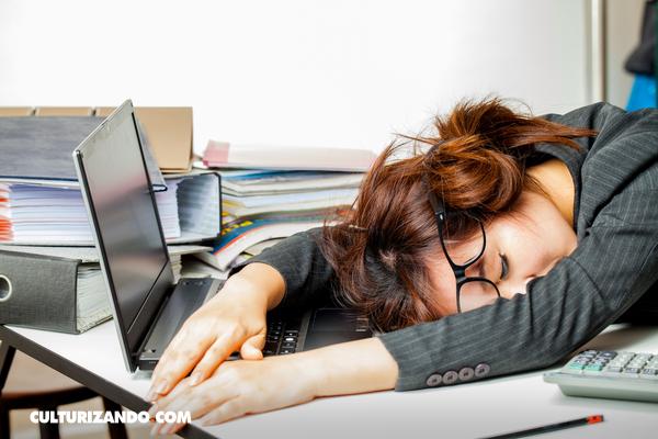 ¿Dormir en el trabajo? Inemuri, una táctica japonesa para recuperar energía rápidamente