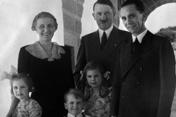 En Imágenes: la 'familia nazi perfecta'