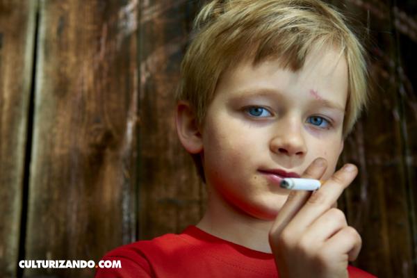 Los niños que celebran Día de Reyes fumando cigarrillos