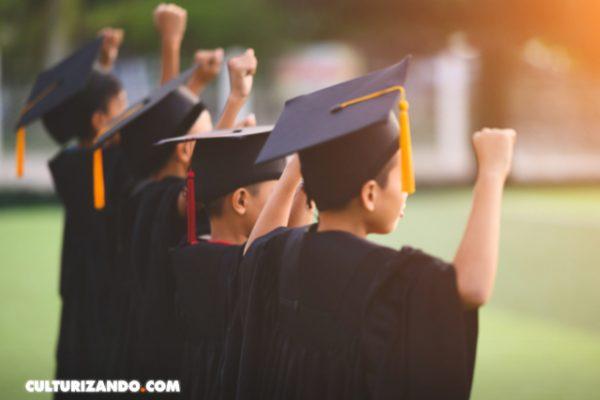 Niño se gradúa de la universidad como ingeniero eléctrico