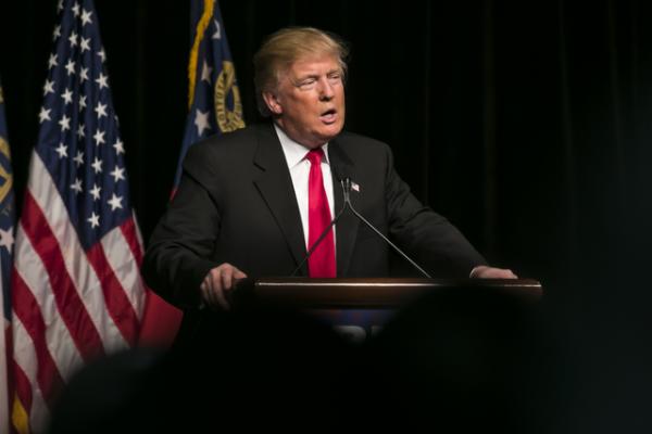 ¿Qué significan los cargos presentados en el juicio político contra Trump?