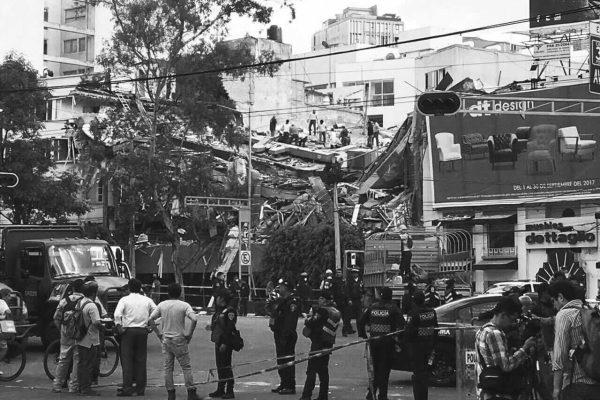 Puño Cerrado: Crónica de un aciago aniversario. Los mexicanos que levantaron a su país