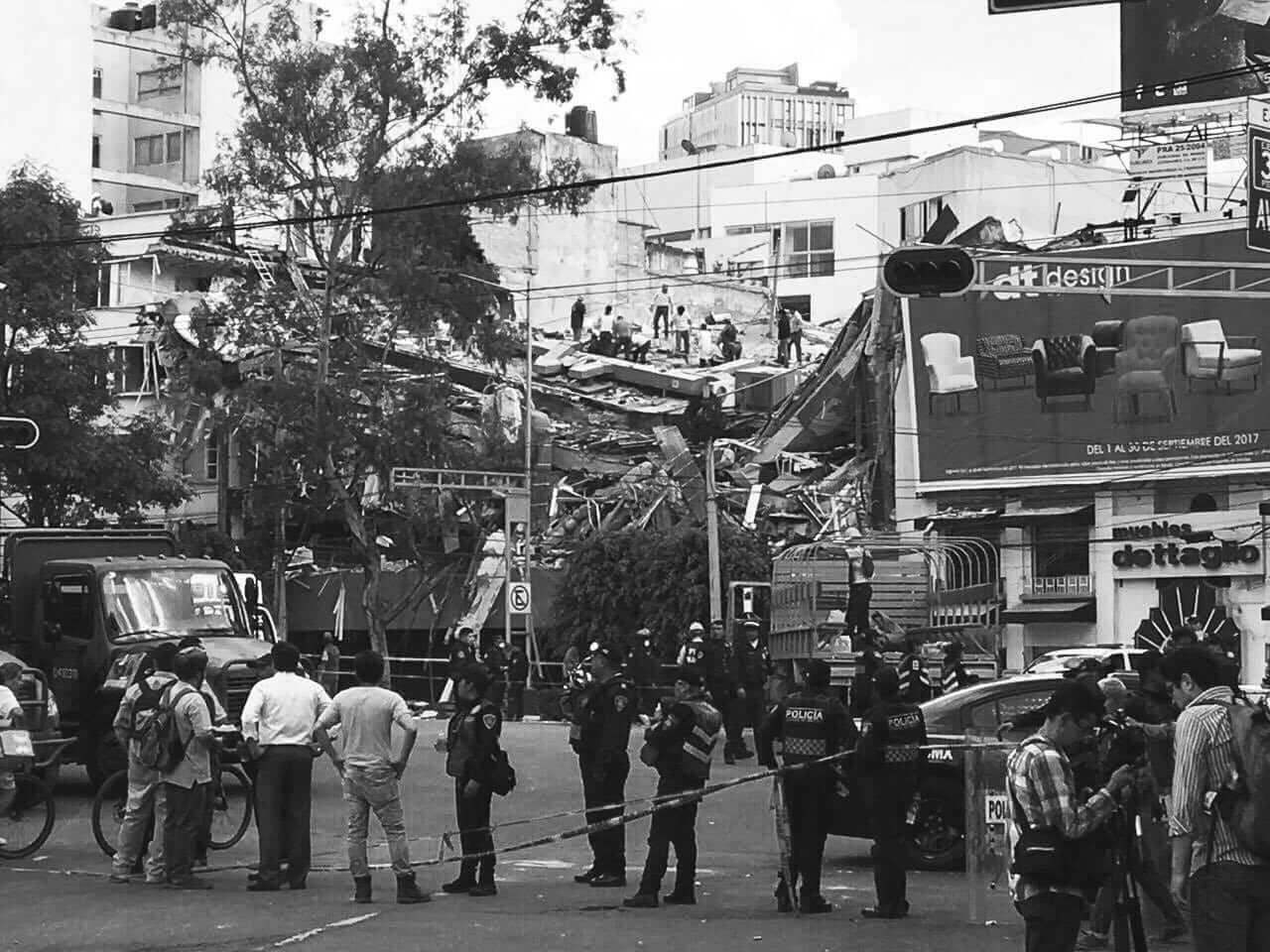 Puño Cerrado: Crónica de un aciago aniversario. Los mexicanos que levantaron a su país.