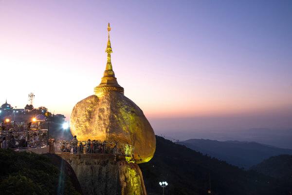 La roca dorada: la gigantesca piedra sostenida por un cabello de Buda