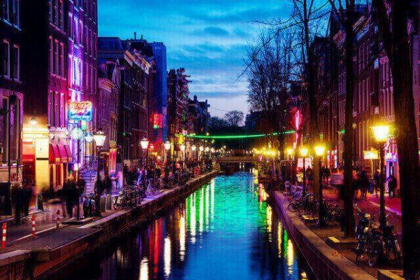 Conoce estas curiosidades sobre el famoso Barrio Rojo de Ámsterdam