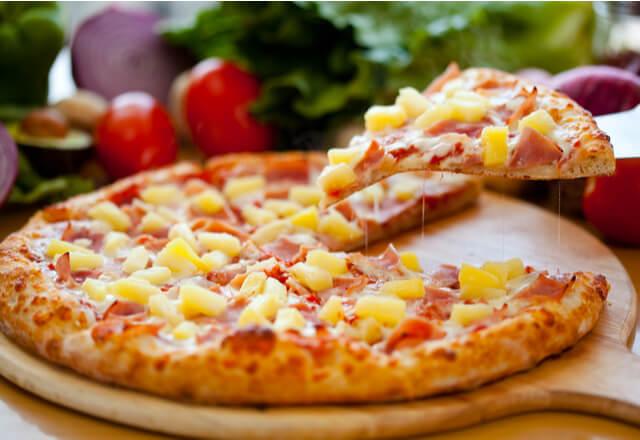 ¿Conoces el origen de la pizza hawaiana?