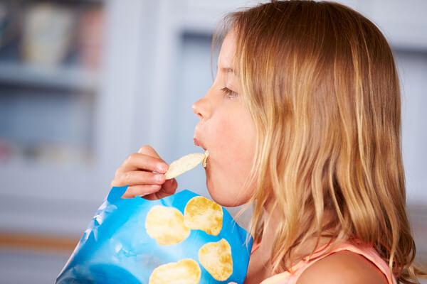 ¿Por qué las bolsas de los snacks siempre están llenas de aire?