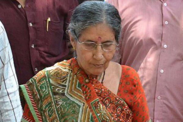 "La increíble historia de Jashodaben Modi, la ""primera dama"" de India"