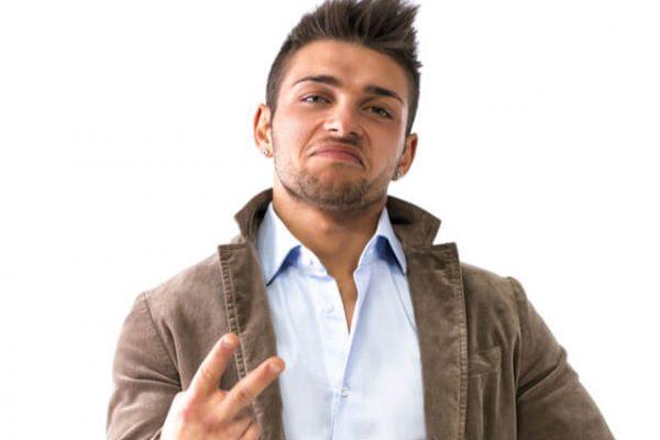 ¿Por qué en Inglaterra enseñar dos dedos puede ser ofensivo?