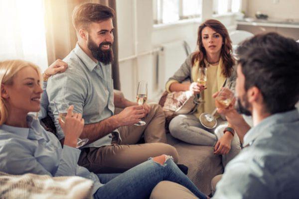 Por esto te relacionas bien (o mal) con los demás: Descubre qué son las habilidades sociales y cómo puedes mejorarlas
