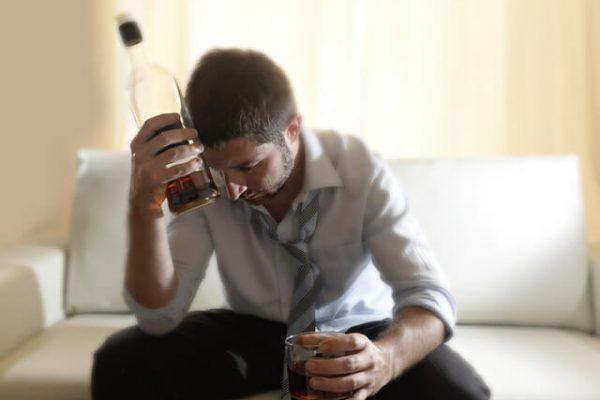 ¿Qué le sucede al cuerpo cuando bebemos mucho alcohol?
